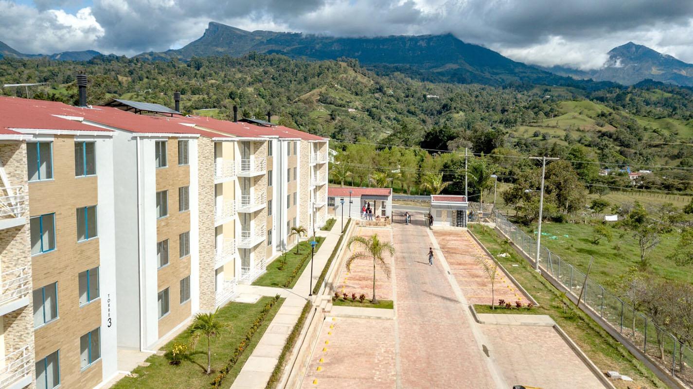 Construcciones Ulloa proyectos Las Palmeras pacho 5